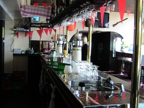 achter de bar