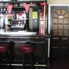 deur naast bar