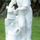 man met waterkan bij waterpomp B-0456