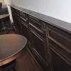 Lambrisering met sta-tafels