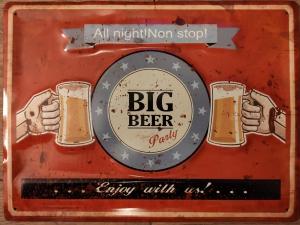 2 bierglazen met tekst Big beer in het midden
