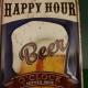 Bierbord met tekst happy hour en afbeelding van bierglas