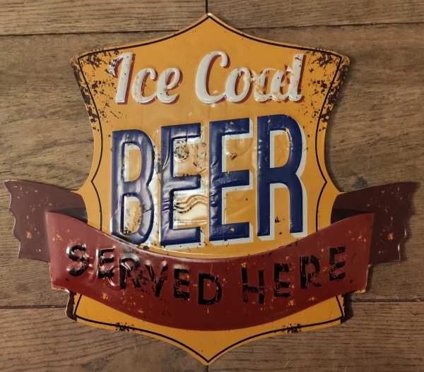 Metalen bierbord met tekst: Bierbord: Ice cold beer served here