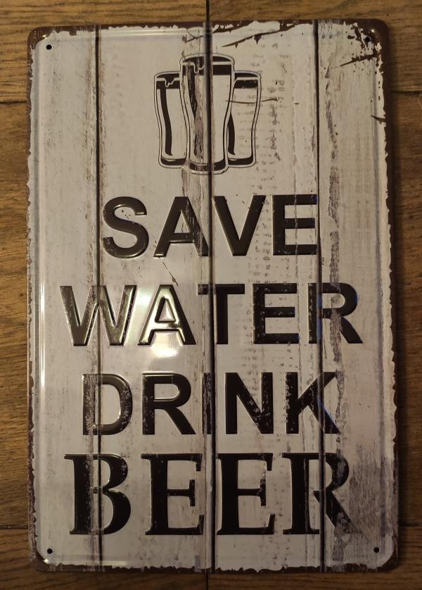 Metalen bierbord met Engelse tekst: save water drink beer
