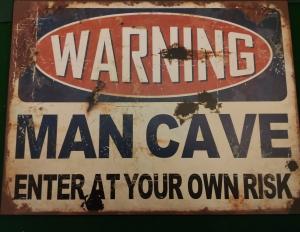 Metalen bord met tekst Warning Mancave
