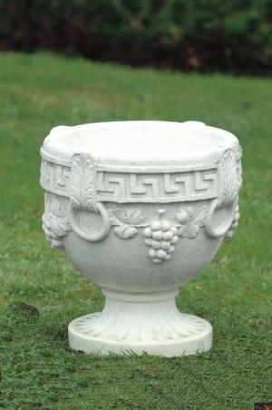 Tuinvaas met druiventrossen en Griekse ornamenten