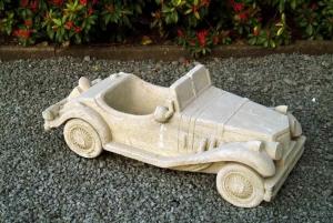 Oude auto als pot