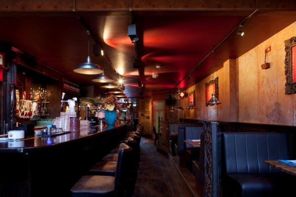 Gezellig restaurant in Schagen, ingericht met bar en decoratiemateriaal van Elmo