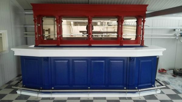 Bar in de kleuren: Rood wit en blauw met RVS buis