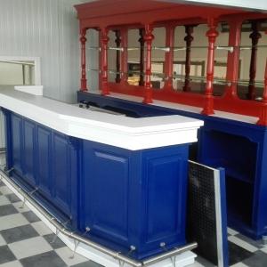 Bar in kleuren rood-wit-blauw gespoten