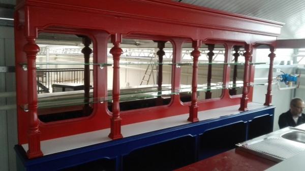 Achterkast met RVS glasplanchets