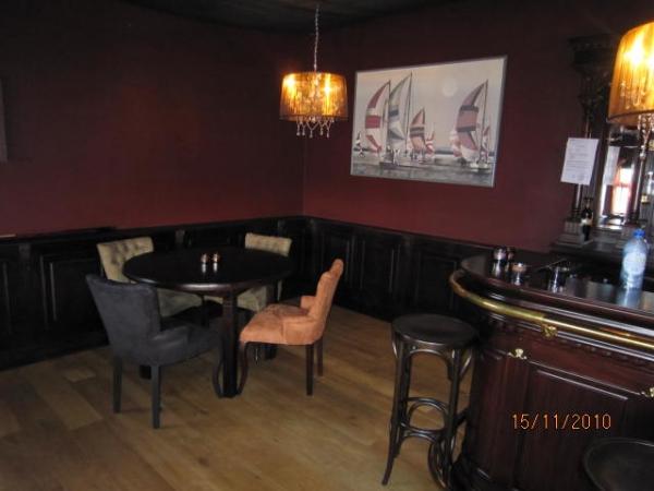 Cafétafel met stoelen