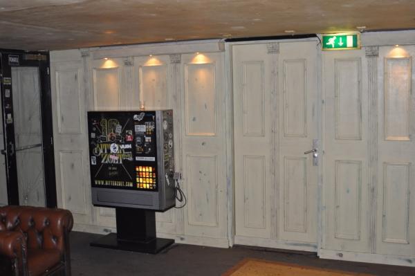 Sigarettenautomaat in rookruimte