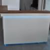 Witte moderne hoekbar met Teak uitgifterand en LED-verlichting