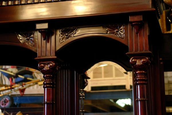 detail achterkast Engelse bar