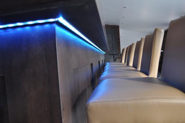 LED-verlichting onder uitgifterand bar