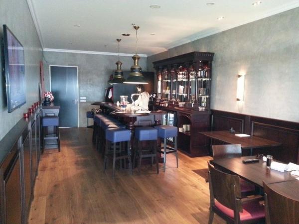 Bar met eiken vloer