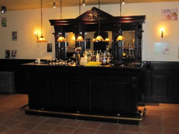 260 Empire bar met tiffany hanglampen