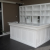 Moderne bar in witte uitvoering
