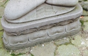 sokkel voor grote zittende boeddha