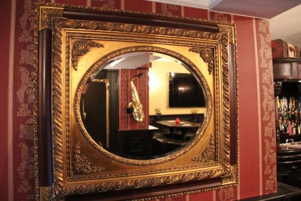 Spiegel in huiscafé