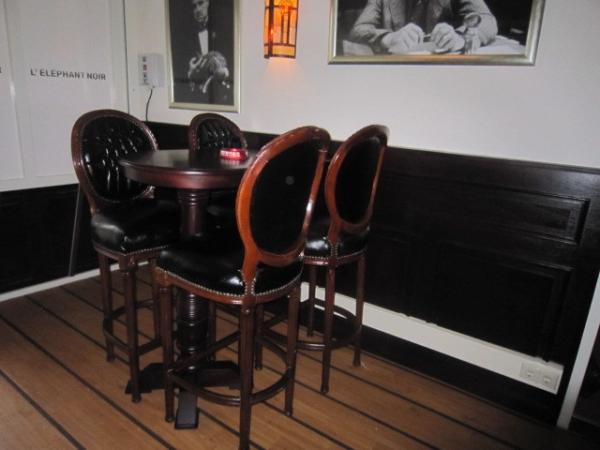 Wandtafel met stoelen